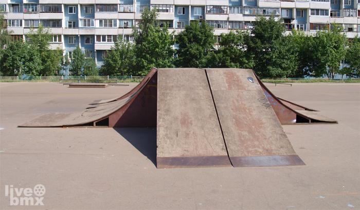 Просторный bmx парк, расположенный недалеко от метро Красногвардейская.  Схема проезда до парка, от метро...